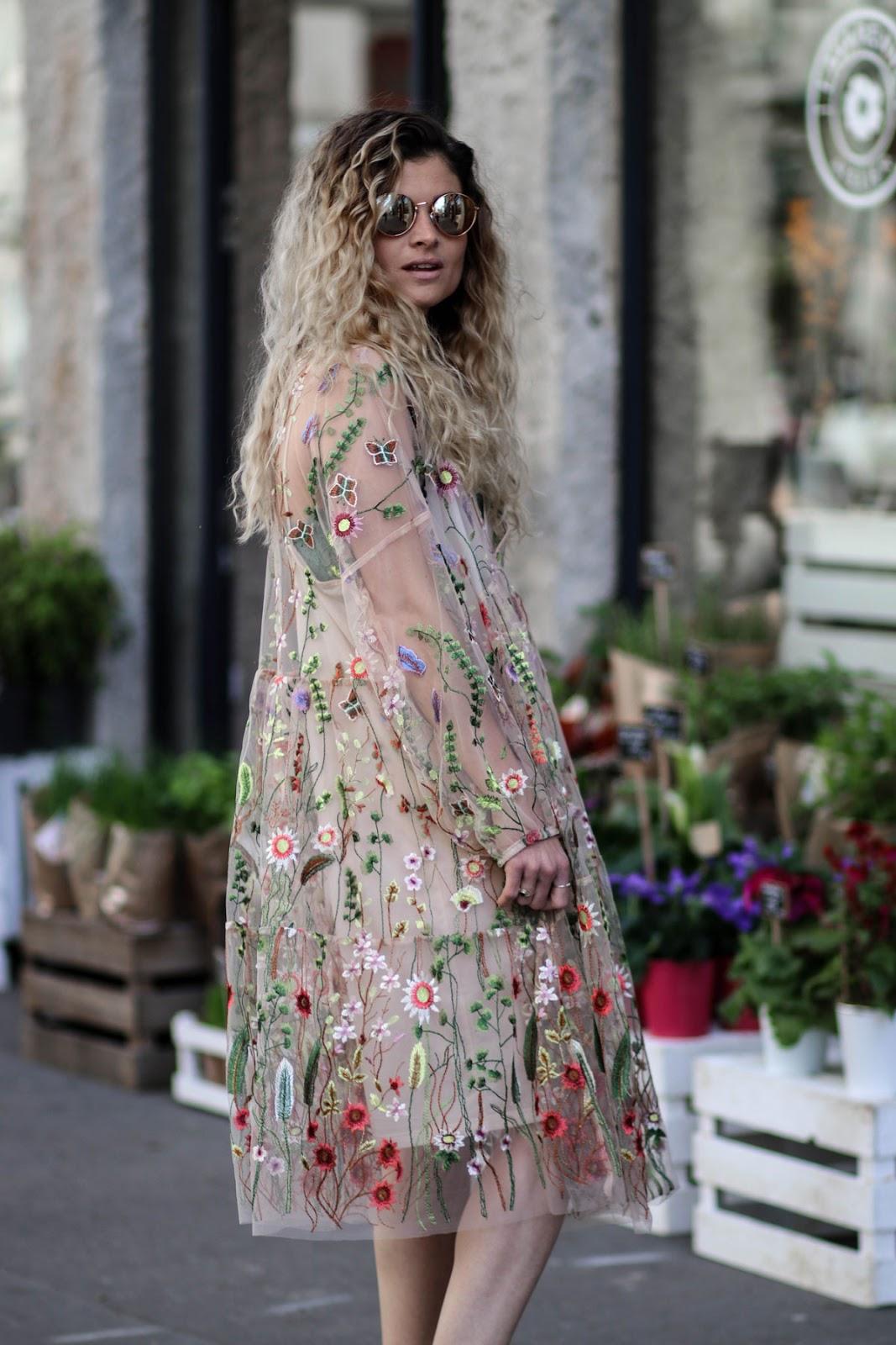 Robe en tulle brodée de fleurs Marie and Mood