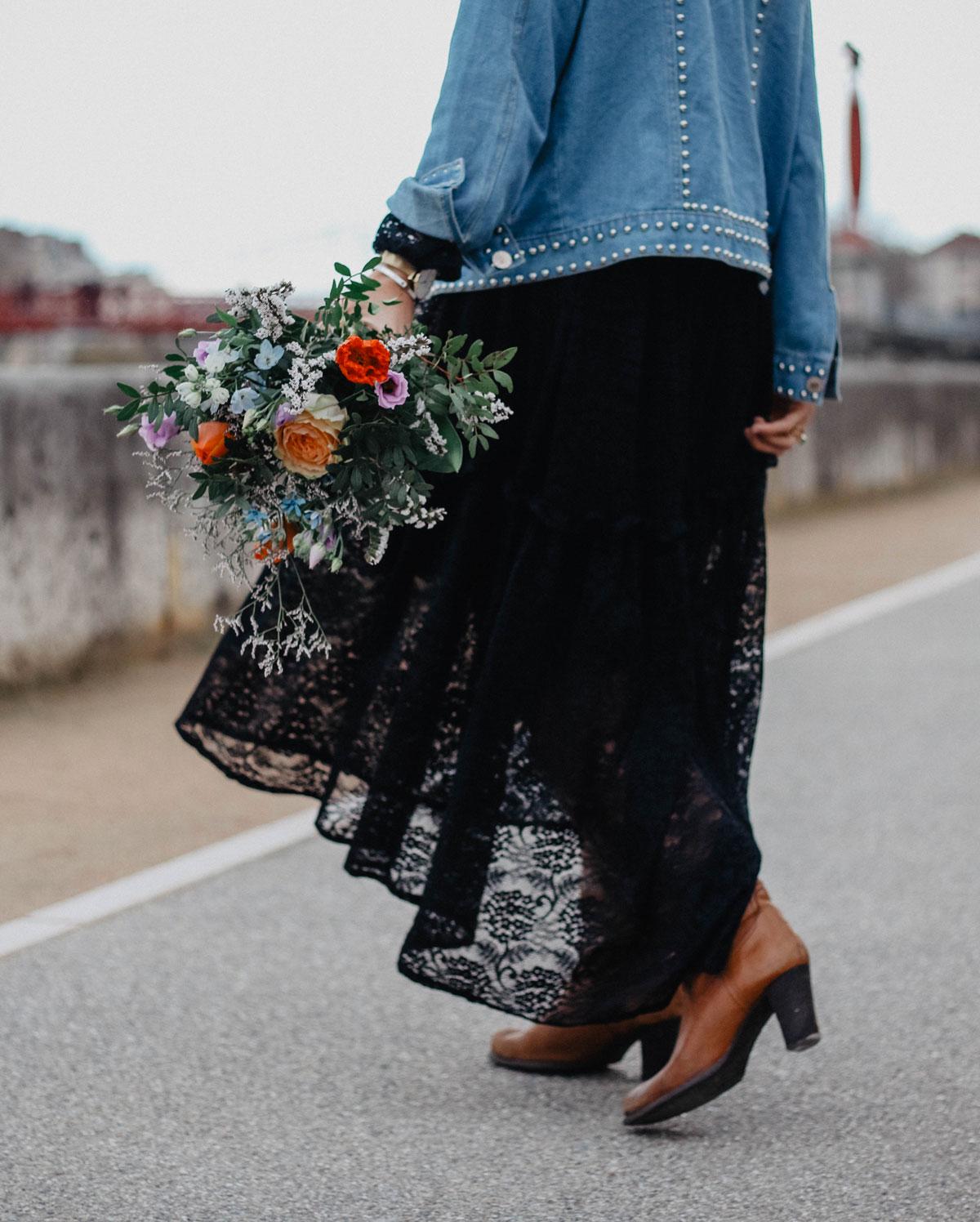 Détails robe à dentelle noire