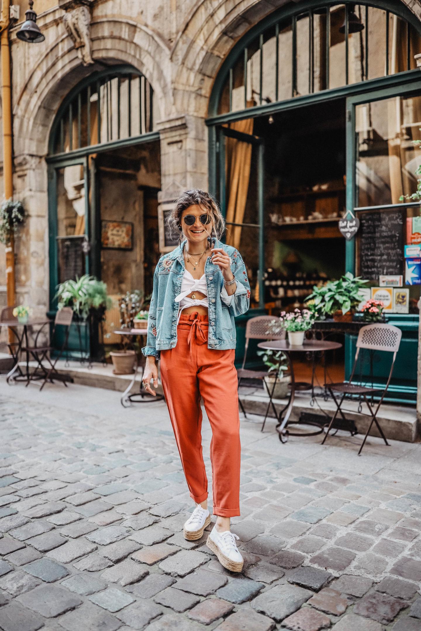 Crop top et pantalon carotte marie and mood blog mode