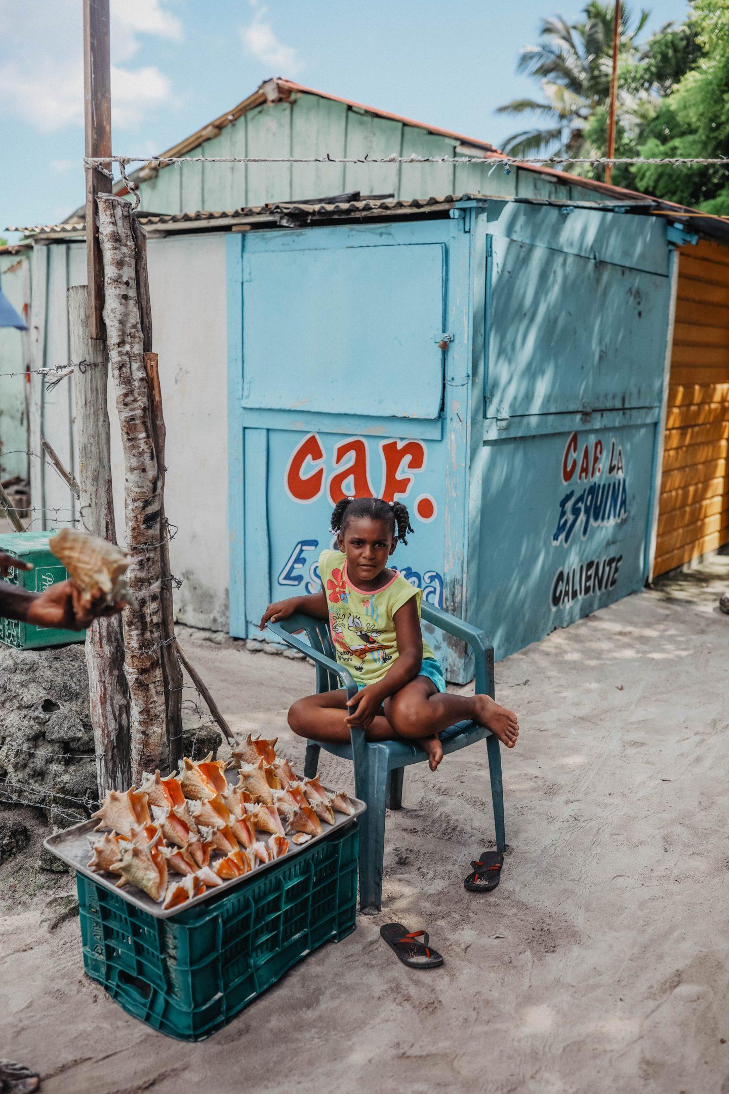 Village de pêcheur île de Saona marie and mood blog lifestyle