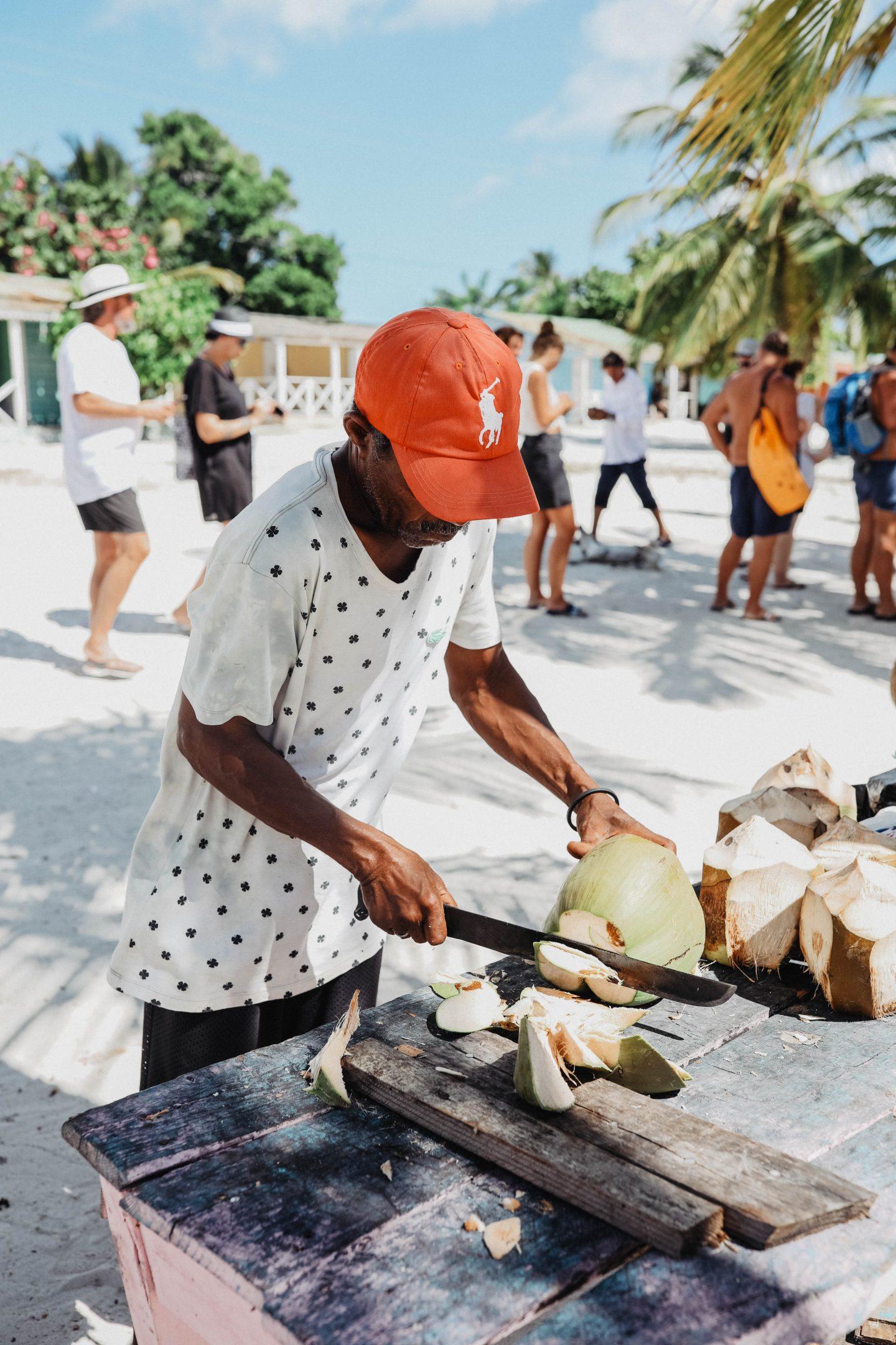 Dégustation de noix de coco île de saona marie and mood blog lifestyle