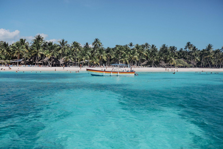 Eaux des caraïbes Île de Saona marie and mood blog lifestyle